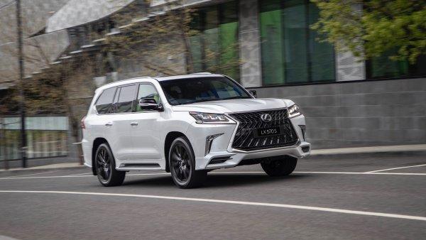 «За Лёху можно и переплатить»: Выбор между новыми Lexus 570 и Toyota Land Cruiser 200 обсудили в сети