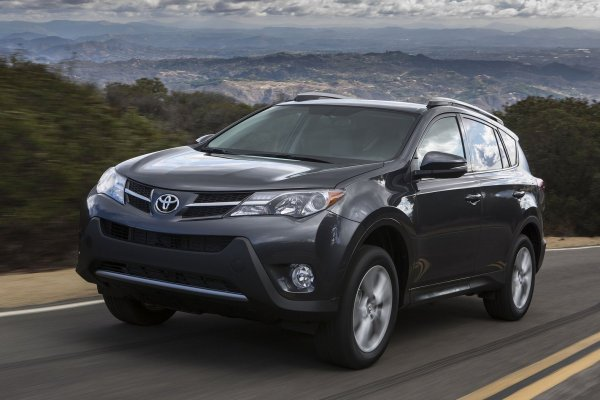 От Toyota RAV4 до Hyundai Tucson: В сети обсудили выбор лучшего SUV «для жены»