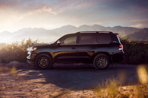 Легенда остаётся? Новый Toyota Land Cruiser 2021 может сохранить моторы V8