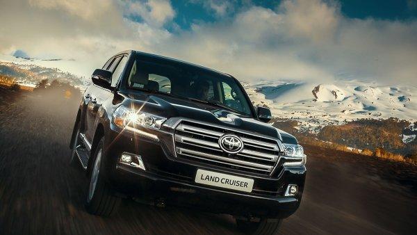 Сравнение народных любимцев: Кого выбрать между Toyota LC 200 или Range Rover Sport