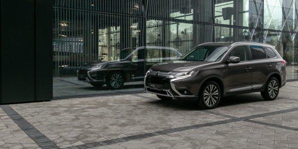 Прикольный 7-местный чулан: Обзорщик откровенно расхвалил «свежий» Mitsubishi Outlander