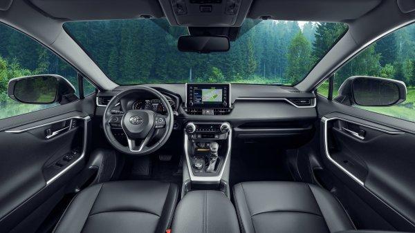 «Это печаль»: Автолюбители жалуются на «косяки» нового Toyota RAV4