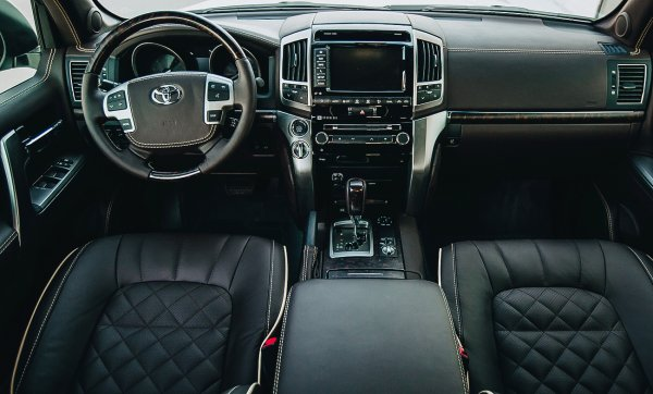 «Автомобиль не должен храниться в таких условиях»: Блогер рассказал, как чуть не угнали Toyota Land Cruiser 200
