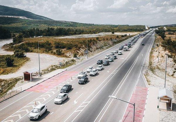 «Каждый год там один и тот же бардак»: Водители обсудили лайфхаки для поездок по М4 «Дон»
