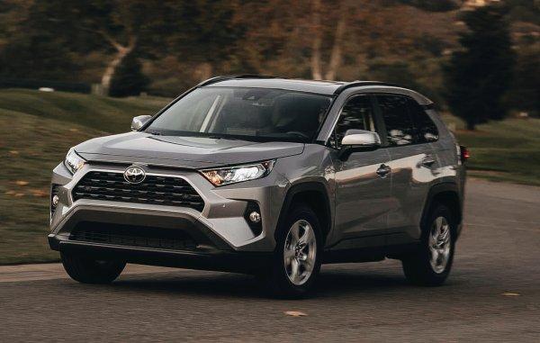«Я лучше Патриот возьму»: Автомобилисты возмутились ценам на новый Toyota RAV4