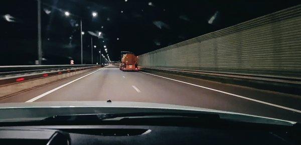 «Малоуправляемые ТС с потенциальными убийцами»: Сеть всполошил бензовоз, едущий 150 км/ч по М4 «Дон»