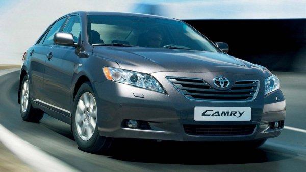 «Сквозная японская ржавчина»: Почему не стоит считать Toyota Camry XV40 «вечной» – блогер