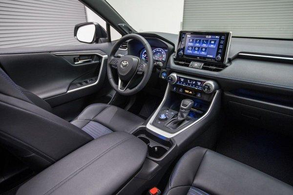 «За такую цену лучше Прадик купить!» – Россияне ошарашены стоимостью нового Toyota RAV4