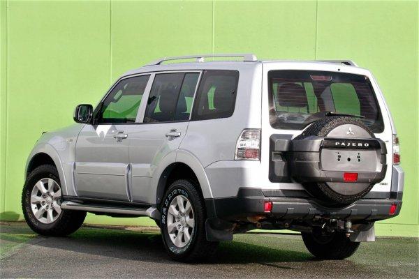 «Не стоит воевать с японцами»: Mercedes-Benz ML проиграл Mitsubishi Pajero в «грязевом троеборье»