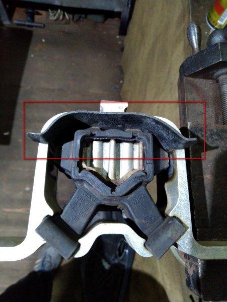 «Гремит и булькает»: Откуда берется стук под капотом LADA Vesta – владелец