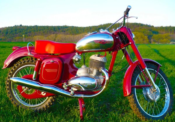 «Ездил дед, а стыдно мне»: О «злой старушке» Ява-250 рассказал мотоциклист