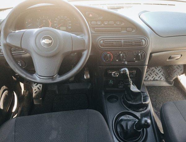 «Стоит неделями и заводится с одного пинка»: Владелец рассказал о Chevrolet Niva за 70 тысяч рублей