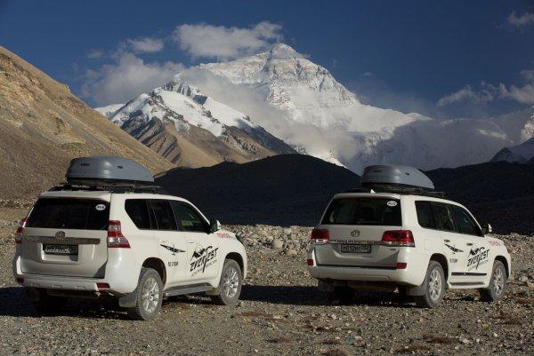 Квартира на колёсах: Автоледи рассказала о доработке Toyota LC 200 для путешествий