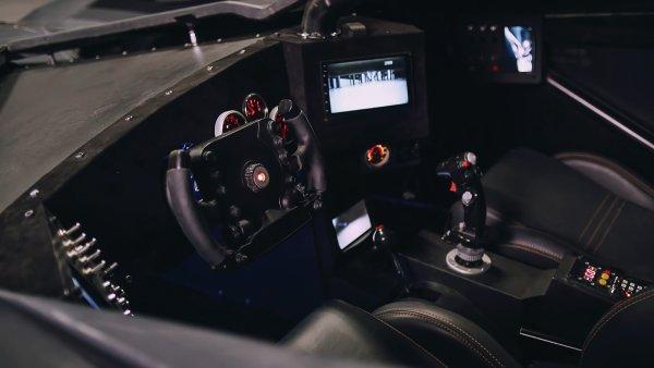 «Это Жигули, умноженные на Ford Crown Victoria и присыпанные «Буханкой»: Блогер прокатился на копии «Бэтмобиля» из кино за 55 млн рублей