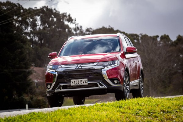 «Хуже Крузака, но лучше Субару»: Автомобилист поделился впечатлениями от эксплуатации Mitsubishi Outlander 2019