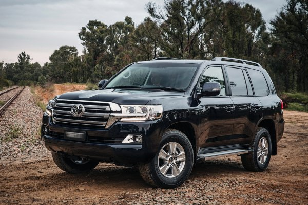 «Это Двухсотый, не бойся»: Стоит ли брать дизельный Toyota Land Cruiser 200 с пробегом под 300 тысяч – сеть