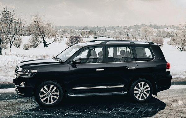 «BMW X5 тут бы закопался сразу»: Блогер вывел Toyota Land Cruiser 200 на снежное бездорожье