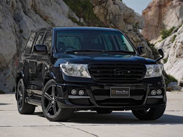 Блогер о тест-драйве «заряженного» Toyota Land Cruiser 200: «Хотел его загонять, но не смог»