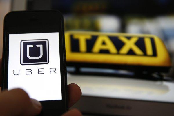 Одна рука здесь – другая там: Таксист Uber шокировал пассажирку просмотром порно за рулём