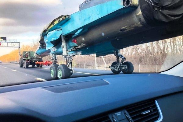 М4 «Дон» – теперь и взлетно-посадочная? На федеральной трассе встретили истребитель