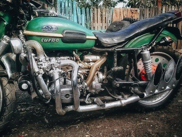 «Разбрызгаться по асфальту на этой неповоротливой дурмашине»: Сеть рассмешил редкий турбированный мотоцикл «Урал»