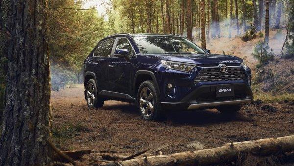 «В базе на неё и смотреть не стоит»: Новая Toyota RAV4 вызвала у блогера печаль и разочарование