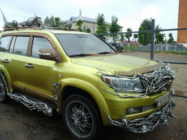 «Только дьявол на таком ездить будет» – «Адский» тюнинг Toyota Land Cruiser шокировал сеть