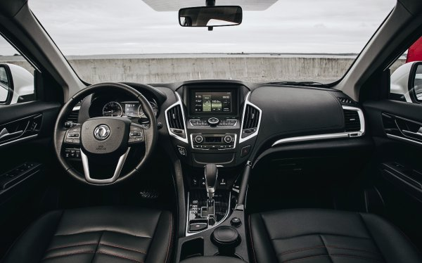 Блогер пересел с Renault Arkana на Dongfeng AX7: «С полным приводом была бы катастрофически шикарная»