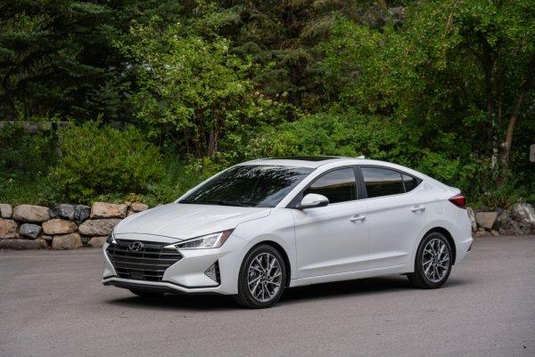 Нужно тщательно проверить перед покупкой: Чем может расстроить Hyundai Elantra третьего поколения со «вторички»