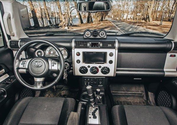 «Удалось вернуть только путем переговоров»: В сети рассказали о вандальном угоне Toyota FJ Cruiser