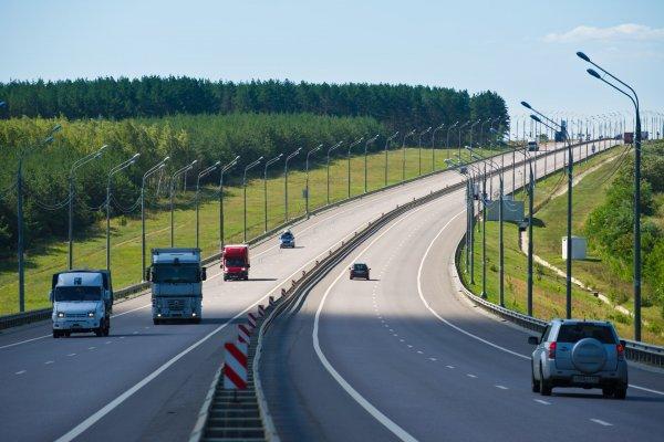 «Летайте самолетами»: Автомобилисты жалуются на новые ограничения скорости на платных участках М4 «Дон»