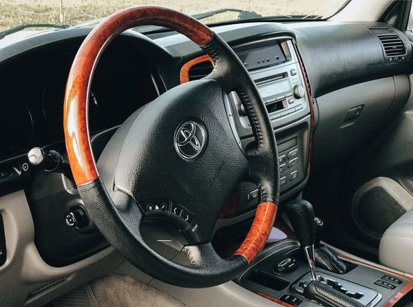 «Живыми их не видел много лет»: Подборщик развенчал мифы о ликвидности Toyota на примере Land Cruiser 100