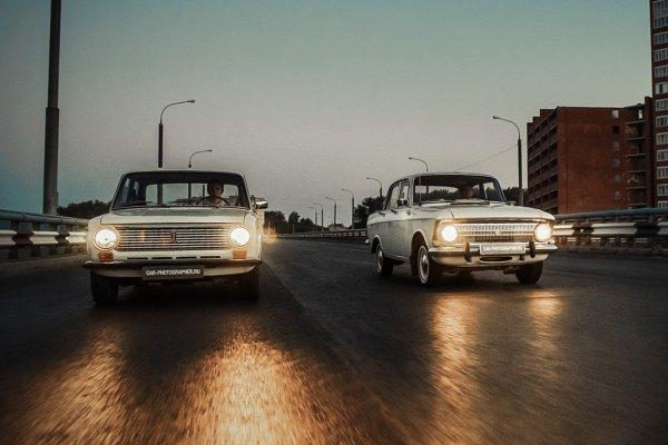 «Пожилые покатушки»: Автолюбители сделали выбор между «Москвичом» и «Жигулями»