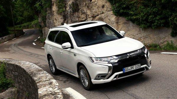 «Хорош для экологии, ужасен для водителя»: Джереми Кларксон «уничтожил» Mitsubishi Outlander PHEV