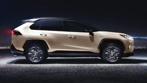 «Идеальная машина для ленивых людей»: Блогеры оценили самый дорогой Toyota RAV4 2020