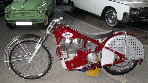 «Корова на льду»: В сети не поняли тюнинг мотоцикла Jawa DT500 для ледового спидвея