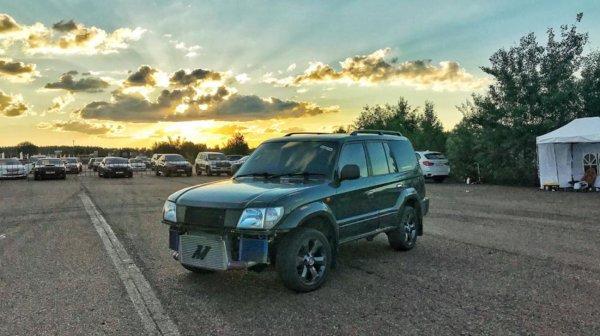 Чумовой «Прадик»: Необычный «свапнутый» Toyota Land Cruiser 90 ломает стереотипы