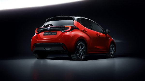 Renault-Nissan, пакуйте чемоданы! Гибридный кроссовер от Toyota «уберёт» конкурентов в следующем году