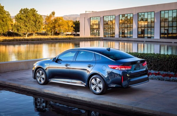 Не для такси, но для души: Почему KIA Optima в «базе» стоит покупать вместо Toyota Camry и Mazda6
