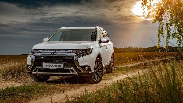 Французы добили окончательно: Россияне негативно отзываются о новом Mitsubishi Outlander - Новый «Равчик» аплодирует стоя