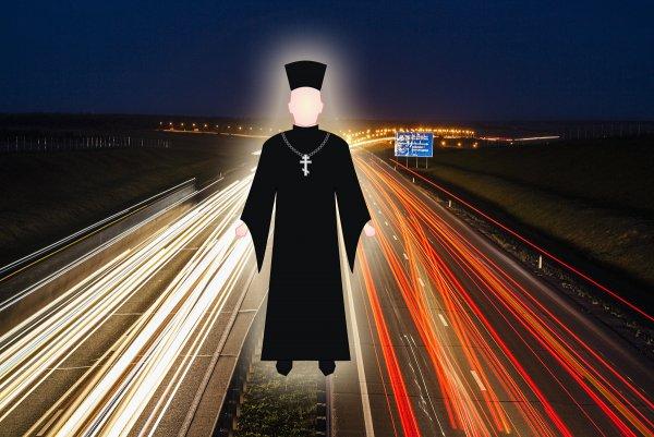 «Что с собой брать, святую воду?»: Ехать или не ехать — сеть пугают загадочные священники на трассе М4 «Дон»