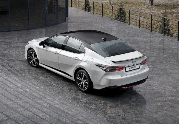 Со спортивным дизайном, но без «спорта» под капотом: В продажу поступила спецверсия Toyota Camry