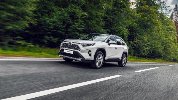 «Японец», которому завидуют конкуренты: Почему вокруг нового Toyota RAV4 никогда не стихнет ажиотаж
