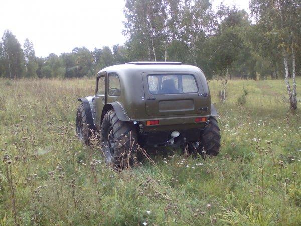 «Чем круче джип, тем дальше идти за трактором»: В сети высмеяли тюнинг Toyota