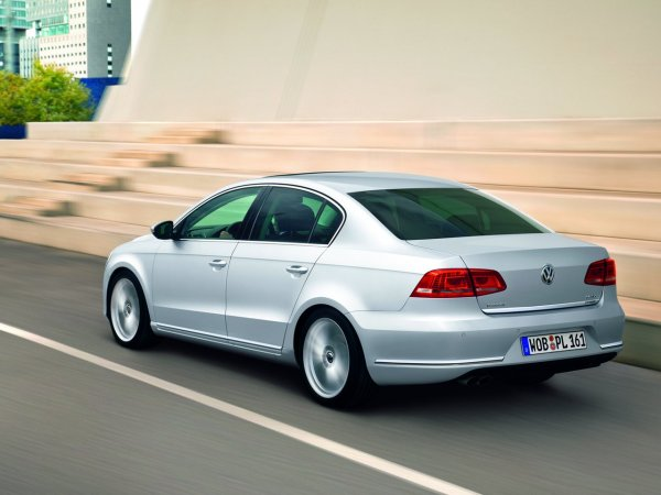 1,5 года и почти 200 тысяч рублей на обслуживание: Чересчур дорогой VW Passat B7
