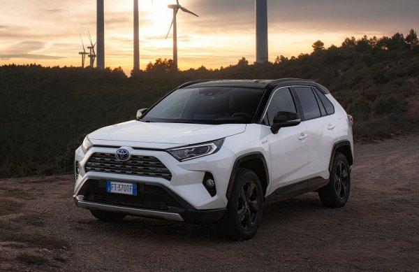 «Почти автопилот»: Работает ли адаптивный круиз-контроль нового Toyota RAV4 – владелец