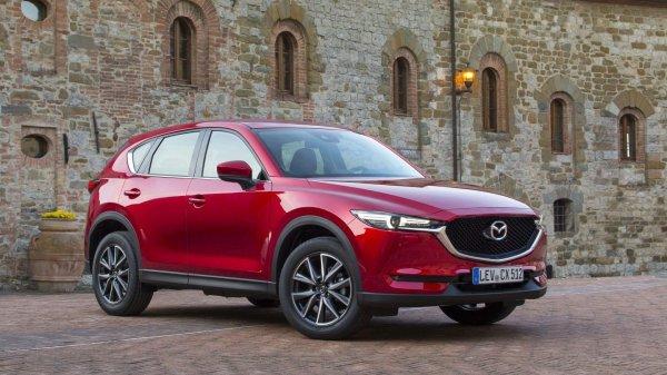 Стиль и управляемость или надежность с комфортом: Mazda CX-5 или Toyota RAV4 - битва двух титанов