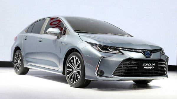 Ну и зачем она нам? Стартовали продажи обновленной Toyota Corolla – за те же деньги лучше Skoda взять