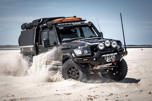 Вот он, самый дорогой «Крузак» в истории: Что представляет собой Toyota Land Cruiser 79 Back in Black за 25 млн рублей