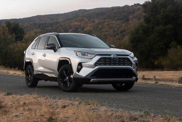 Покупают, несмотря ни на что: Почему Toyota RAV4 остается самым популярным SUV на мировом рынке